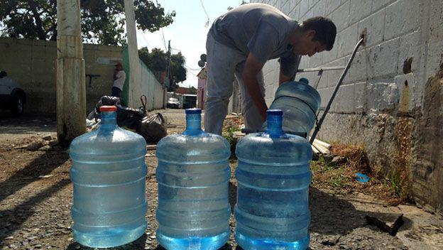 68% de los venezolanos prefiere hervir el agua y comprar botellones para evitar enfermedades - Enterate24.com