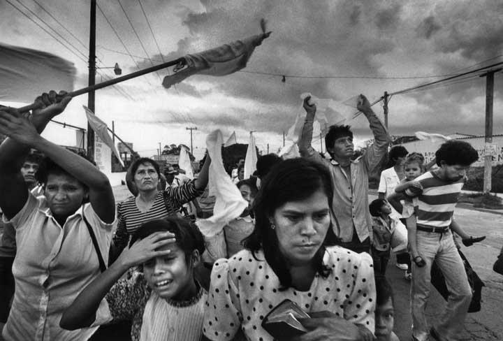 16 enero de 1992: La guerra civil de El Salvador llega a su fin con acuerdo  de paz - Enterate24.com